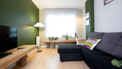 Sal n acogedor en tonos tostados decoraci n hogarmania - Pintar salon pequeno dos colores ...