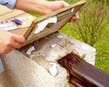 Arreglar una baldosa suelta en una barandilla