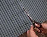Forrar puerta metálica exterior con cañizo de plástico