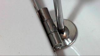 Sustituir bisagras de la tapa del wc