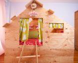 Habitación infantil con zona de juegos