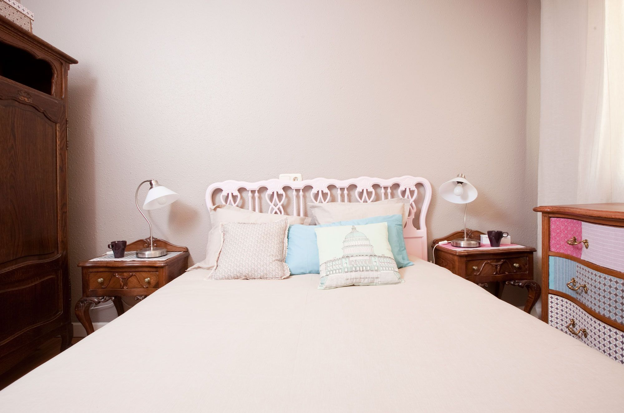 Dormitorio de estilo romantico