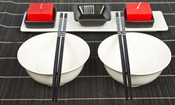 Decorar mesa oriental hogarmania for Mesa japonesa tradicional