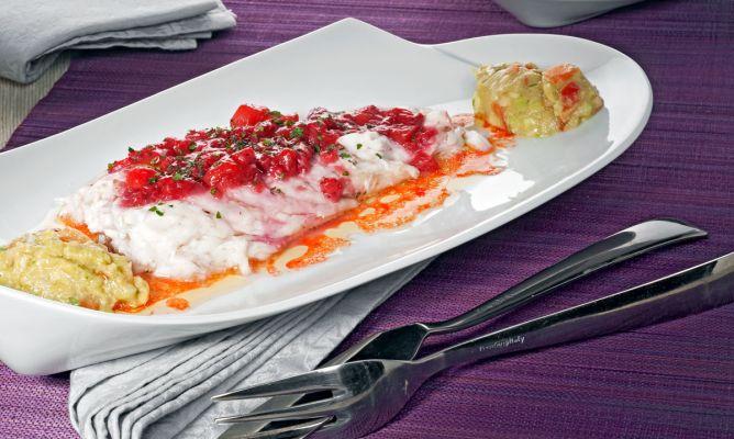 Receta de lubina a la sal con salsa de fresas y guacamole for Salsa para lubina a la sal