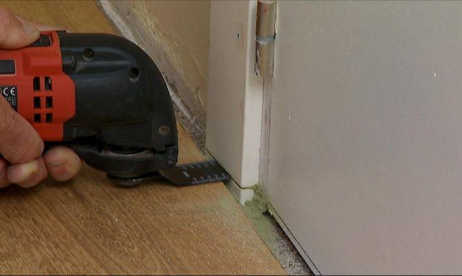 Cortar jambas y puertas para colocar un suelo nuevo - Colocar suelo laminado ...