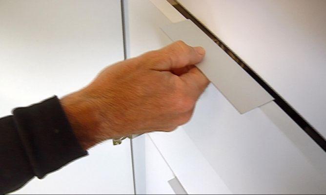 Colocar tiradores para cajones bricoman a - Tiradores puertas de cocina ...