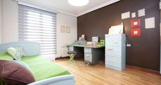 Decorar dormitorio con zona de estudio