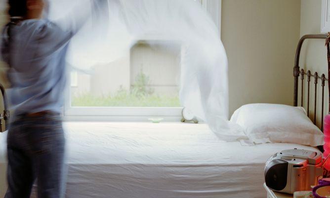 Hacer la cama hogarmania for Cama que se dobla