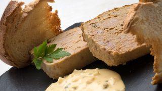 Pudin de carne con salsa tártara