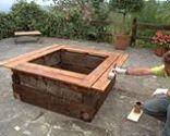 Jardinera o contenedor grande de madera