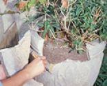 Cómo arreglar una jardinera de piedra