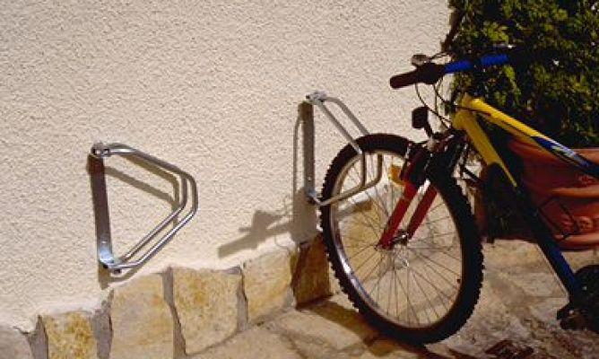 Soporte plegable para bicicletas bricoman a for Soporte para bicicletas suelo