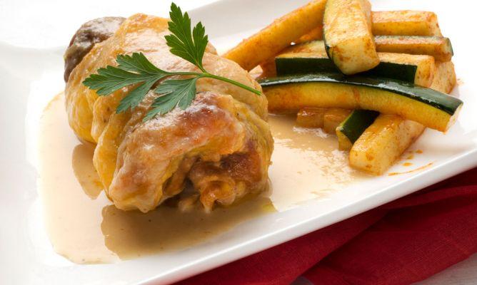 Receta de Muslos de pollo rellenos con calabacín salteado - Karlos Arguiñano