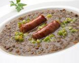 Receta de Karlos Arguiñano de lentejas con ajos frescos y chistorra, un plato tradicional muy nutritivo.