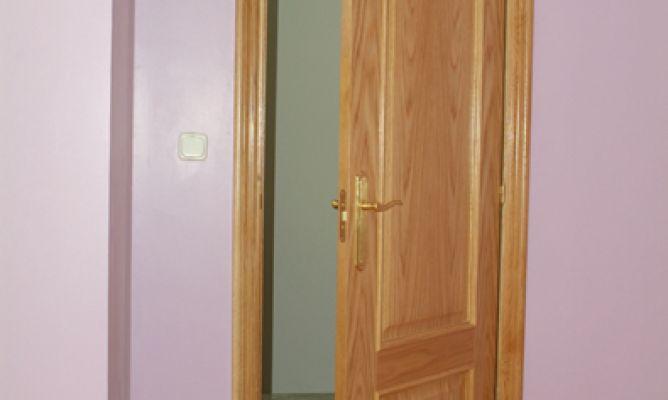 C mo colocar una puerta bricoman a - Molduras para puertas ...