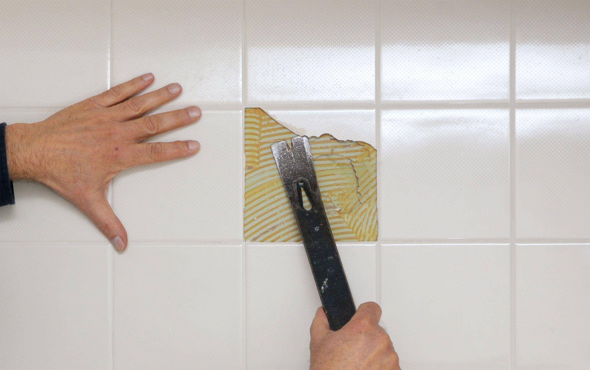 Cómo cambiar un azulejo roto