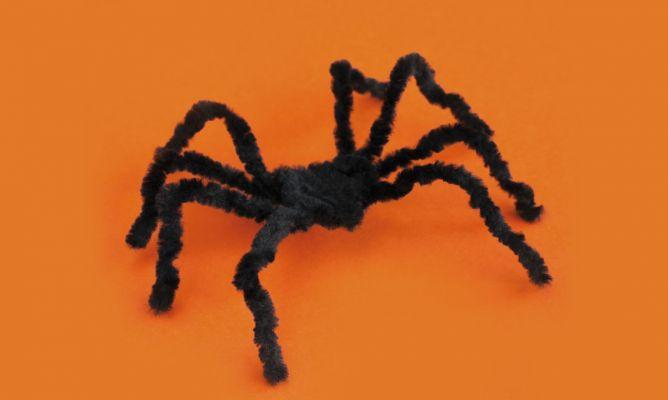 C mo hacer ara as de alambre para decorar en halloween - Decoracion de aranas ...