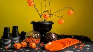 Decorar una mesa para una fiesta de Halloween