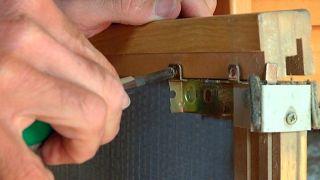 Reparar un perfil tirador de una puerta corredera