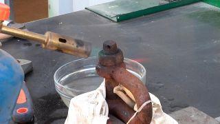 Aflojar un tornillo oxidado