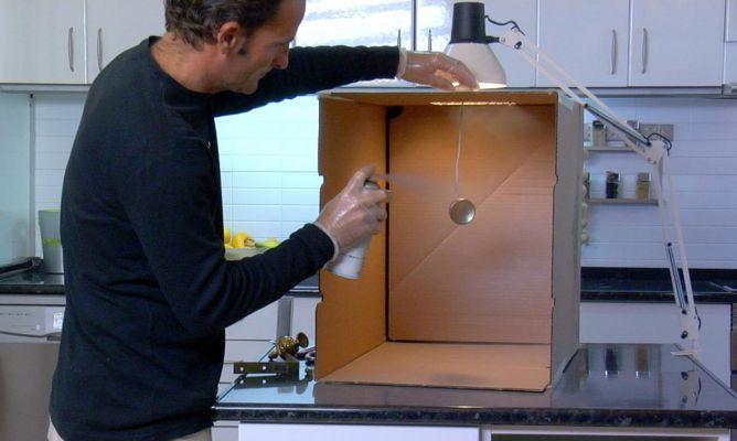 Pintar con spray en casa bricoman a for Pintar muebles con spray