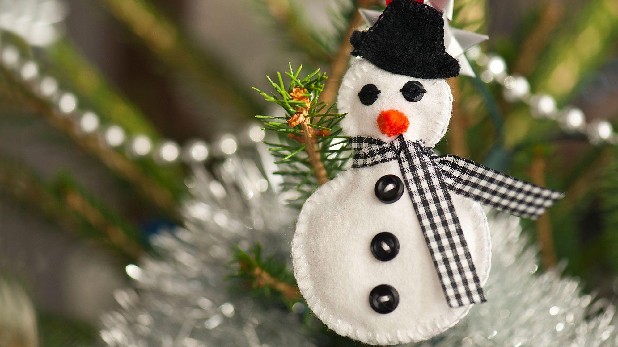 ideas para hacer muñecos de nieve de fieltro