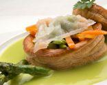 Volovanes con verduras y salsa de calabacín