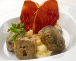 Alcachofas rebozadas con puré de patata y jamón crujiente