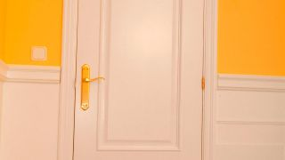 Cómo lacar una puerta de madera