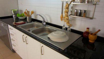 Empotrar un fregadero en una mesa de cocina hogarmania for Como cambiar un grifo de cocina