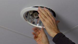 Cómo hacer agujeros en un falso techo