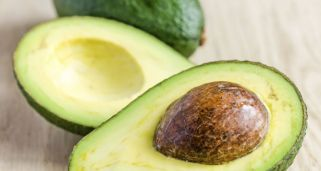 7 alimentos que puedes cultivar en casa hogarmania for Como cultivar aguacate