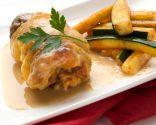 Muslos de pollo rellenos con calabacín salteado