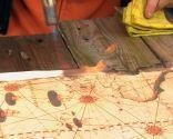 Mural decorativo de madera de un mapa pirata