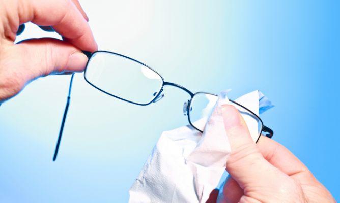 Cómo limpiar los cristales de las gafas - Hogarmania