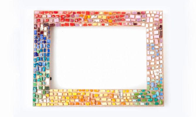 Hacer un marco con mosaico de vidrios hogarmania - Hacer marcos para espejos ...