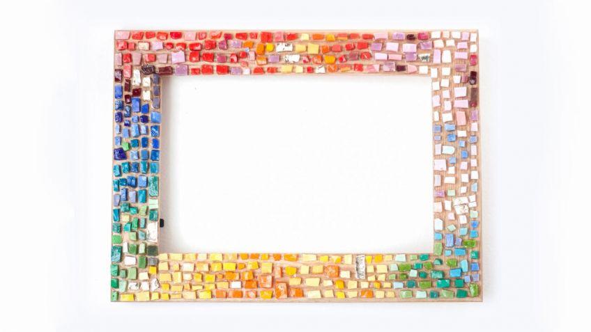 Hacer un marco con mosaico de vidrios - Hogarmania