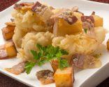 Coliflor con bacon y patatas fritas