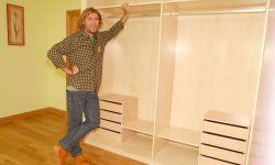 Montar el interior de un armario empotrado de madera