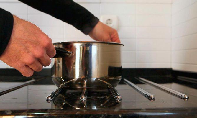 Colocar un salva encimera de cocina bricoman a for Colocar encimera