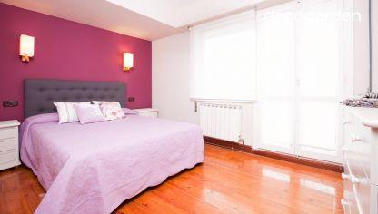 Decorar una buhardilla juvenil en gris decogarden for Ideas para decorar una habitacion romantica