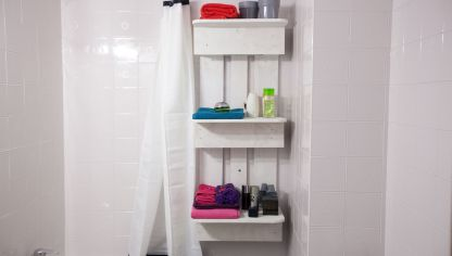 Almacenaje para toallas bricoman a for Estanteria bajo lavabo