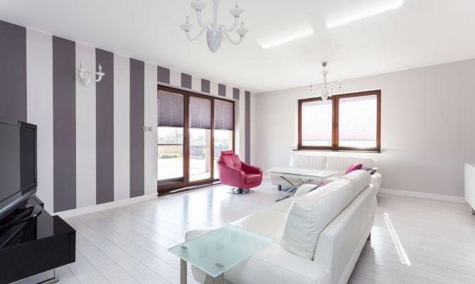 Sal n grande en gris y blanco hogarmania for Muebles salon blanco y gris