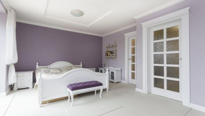 Dormitorio en gris y blanco hogarmania - Habitacion lila y blanca ...