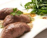Rollitos de carne con ensalada de rúcula