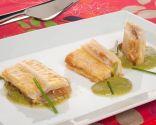 Pencas rellenas de bacalao con salsa de pimientos