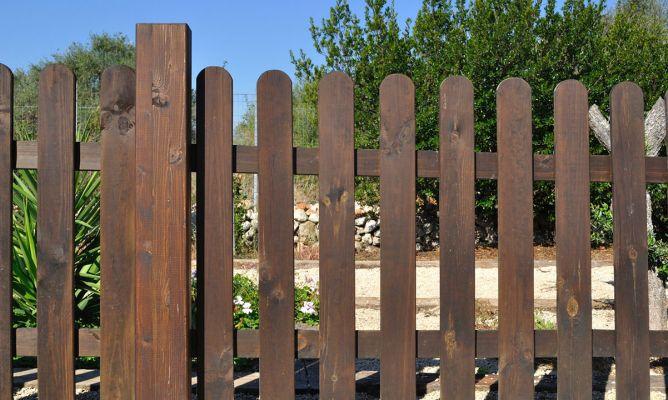 Barnizar valla de exterior bricoman a - Barnizar madera exterior ...