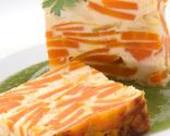 Flan de zanahoria con crema de judías verdes  Más info: https://www.hogarmania.com/cocina/recetas/ensaladas-verduras/201011/flan-zanahoria-queso-crema-judias-3208.html#ixzz2yD1GXZaY