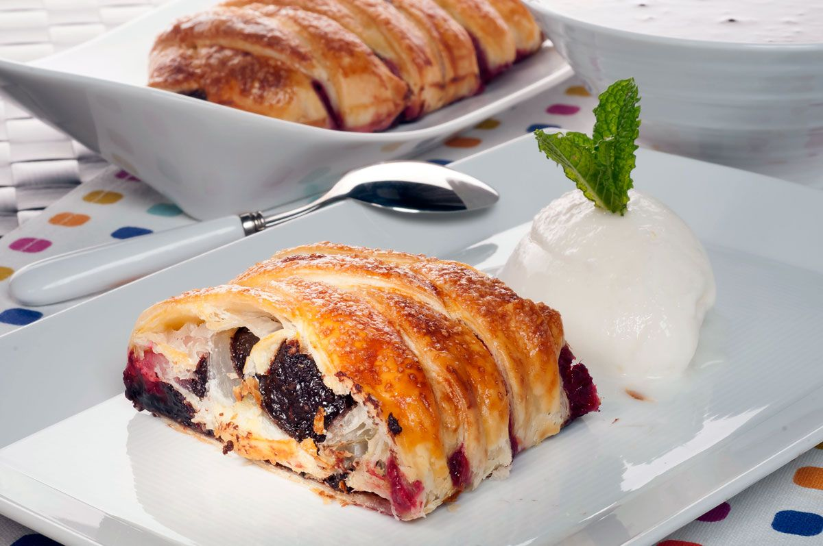25 postres y tartas para triunfar en San Valentín - Trenza de crema de cacao y frambuesas