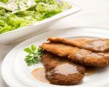 Criadillas empanadas con ensalada